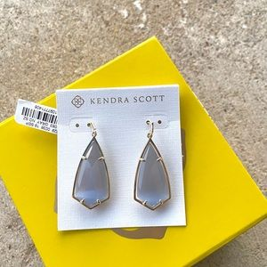 NWT Kendra Scott Carla Earrings